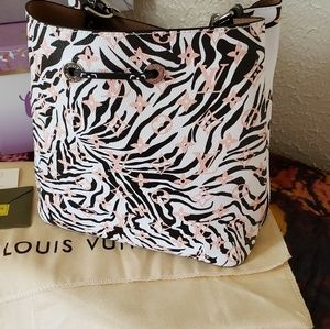 Louis Vuitton Bags - Beautiful women's handbag